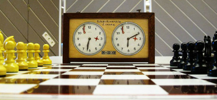 Analog Garde Classic Chess Clock With Chess Board & Pieces