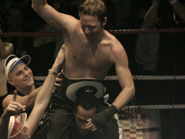 Iepe Rubingh wins the first chess boxing match in history, Amsterdam 2003