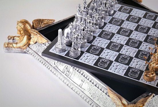 Charmant Gold And Silver Egyptian Chess Set