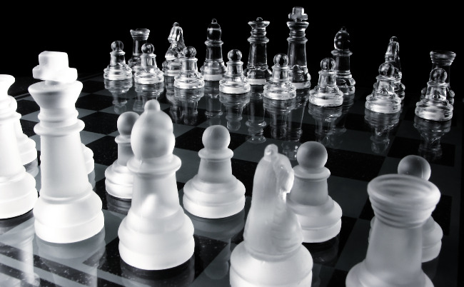 Black and White Mirror Board Chess Set