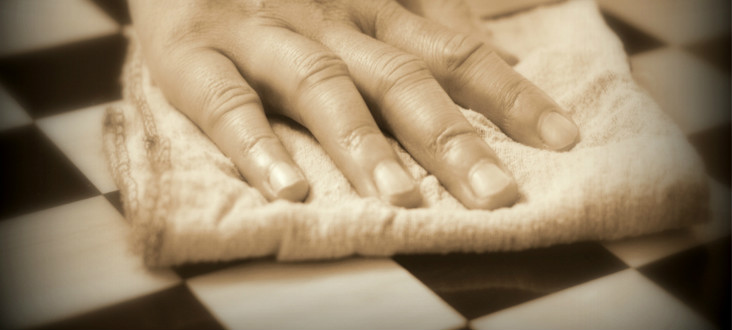 Cleaning a Wooden Chess Board Using White Vinegar