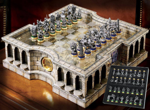 The Lord of the Rings Collector's Chess Set from Noble Collection